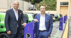 """Smart ed Enel sono """"Ready to Charge"""": tramite App l'elettrica ricarica nelle colonnine di autorimesse dedicate"""