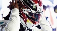 Lewis Hamilton si toglie la tuta e diventa stilista: disegnerà una collezione di occhiali Police