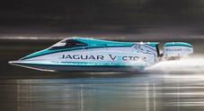 Jaguar Vector Racing, il missile elettrico vola sull'acqua a velocità record. Tecnologia derivata da FE