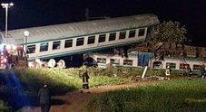 Treno deraglia sulla Torino-Ivrea: scontro con un tir, 2 morti e 18 feriti