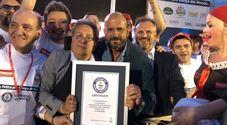 Napoli nella storia: entra nel Guinness dei primati con la pizza fritta per giganti