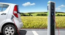 Emissioni, un italiano su tre pronto ad acquistare un'auto ecologica