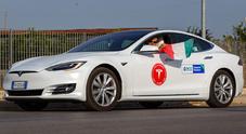Tesla, autonomia da record sulle strade italiane per la Model S: 1078 km con una ricarica