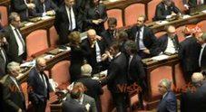 https://statics.cedscdn.it/photos/PANORAMA_MED/16/11/2391611_20_04_17_minzolini_senato_accoglie_dimissioni_lui_lascia_l_aula_fra_i_saluti_e_gli_abbraci_dei_web.jpg