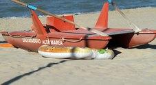 Trovato morto il 14enne disperso in mare: materassino inghiottito da un'onda