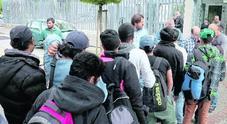 Migranti, addio a corsi e psicologo:  il nuovo bando taglia l'accoglienza