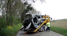 Perde il controllo dell'auto e si schianta contro l'albero muore ragazza di 26 anni