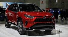 Rav4 plug-in hybrid, esordio al Los Angeles Auto Show. Suv di Toyota arriverà nell'autunno 2020