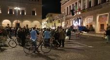 Precipita il maxi schermo in piazza: una donna finisce al Pronto soccorso