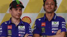 Rossi-Lorenzo, grande freddo all'Eicma: i due si ignorano allo show della Yamaha