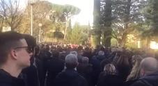 Astori, tifosi in fila alla camera ardente a Coverciano