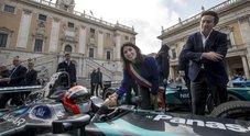 A Roma sbarca la Formula E: sfilata dei bolidi elettrici per le strade capitoline