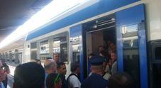 Napoli, l'allarme di Trenitalia: vandalismi sui convogli regionali
