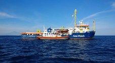 Sea Watch forza il blocco ed entra in acque italiane: cosa succederà secondo il decreto sicurezza