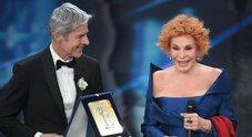 Gaffe di Vanoni sul palco: «Che premio è questo?»
