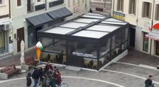 La terrazza esterna del ristorante - pizzeria Alla Catina