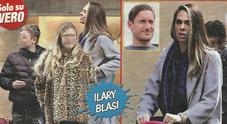 Ilary Blasi mamma a tempo pieno: passeggiata con Cristian, Chanel e la piccola Isabel