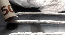 Aveva nascosto più di un chilo di cocaina nella presa d'aria del vano motore della Bmw