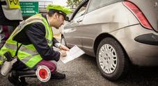 Vacanze sicure, controlli Polstrada: pneumatici lisci per un'auto su quattro