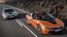 BMW i8 Roadster svelata a Los Angeles. Debutto anche per la versione aggiornata della Coupé