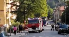 Scoppia incendio in casa: pompiere in congedo salva un'anziana disabile e il figlio