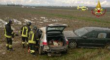 Le auto finite fuori strada dopo l'incidente sulla Ferrata a Cordovado