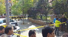 Piazza Vittorio, uomo si accascia e muore in strada