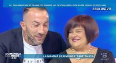 La deputata del Pd e l'ex gieffino-spogliarellista si sposano: l'annuncio in diretta da Barbara D'Urso