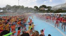 Sfida a spruzzi d'acqua, all'Aquafan il primo watergame che ha coinvolto oltre mille giocatori