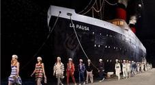 Come Love Boat: marinarette glam sfilano vicino alla nave di Chanel