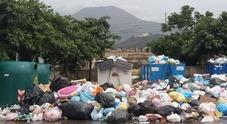 Cartoline della vergogna dal Vesuvio: la vista panoramica è sui rifiuti