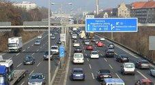Mercato auto Germania, locomotiva tedesca rallenta: nel 2018 solo +1,5%. Minimo ultimi 5 anni
