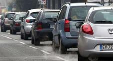 Smog, nuovo tipo di blocco delle auto inquinanti. In Piemonte dal 2020 stop alla circolazione dopo uso plafond chilometrico