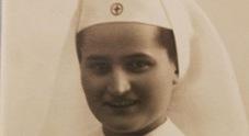 In lacrime per Miriam, infermiera dell'esercito e storica crocerossina