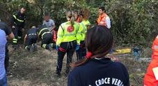 Anziano taglia legna e cade nel pozzo profondo 10 metri, salvato