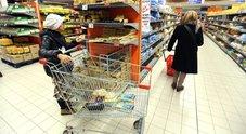 Consumi al palo, oggi le famiglie spendono meno di dieci anni fa