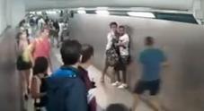 Fuga del pusher fra la folla, placcato  in stazione da un ventenne