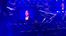 Al concerto di Venditti spunta Totti sui maxischermi: Arena di Verona in delirio