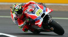 Silverstone, vola la Ducati di Iannone. Valentino in difficoltà è 6° dietro Marquez