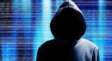 Sgominata rete hacker tra Napoli e Brescia: clonavano carte di credito per rubare soldi online a tedeschi e spagnoli