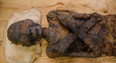 Sorpresa nella teca di Meryt e Baby: le due mummie egizie non sono sole