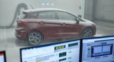 """Dalle Alpi al Sahara, tutto in una stanza. La """"fabbrica del clima"""" Ford stupisce per tecnologia"""