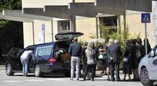 Il corteo arriva in ritardo al cimitero  70 euro di multa alla vedova