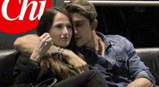 Andrea Iannone abbracciato a una ragazza misteriosa