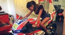 """Belen Rodriguez, su Instagram l'album della """"vera arma segreta"""" della Ducati"""