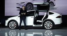 Tesla, l'America dà la scossa: cresce il successo della casa che propone modelli solo a batterie