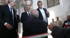 Napoli, la stretta di mano c'è ma tra de Magistris e De Luca resta la tensione
