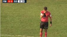 L'arbitro fischia la fine della partita e scoppia a piangere a Fermo