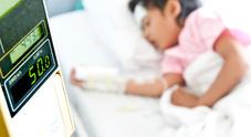Ragazzino di 11 anni salva la vita alla sorellina neonata portandola in ospedale