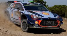 Rally di Sardegna, Paddon (Hyundai) al comando dopo la 5^ speciale. Seguono Hanninen (Toyota) e Otsberg (Ford)